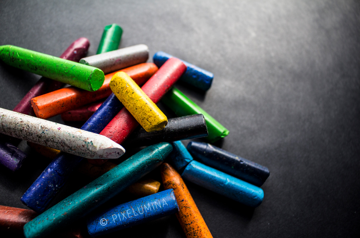 Crayons in a Pile; © Pixelumina